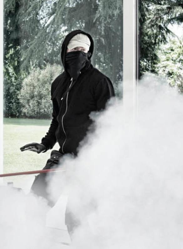 Ladro con fumogeno